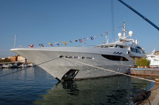 Here the Telegraph points at yacht ALIBELLA's (a new 50m Benetti) price ...