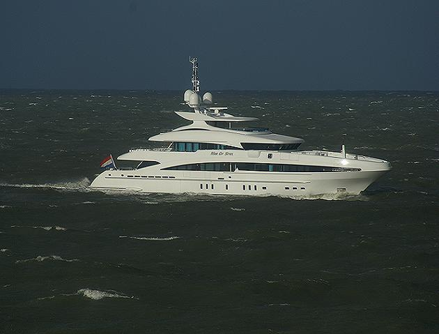 Heesen's 50m motor yacht Man of Steel