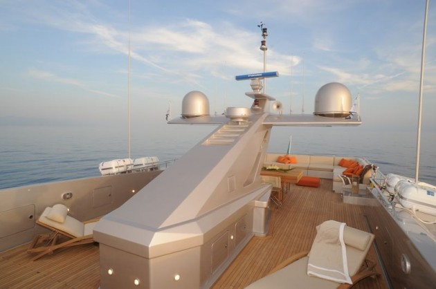 View large version of image: The Admiral 40 motor yacht Flybridge