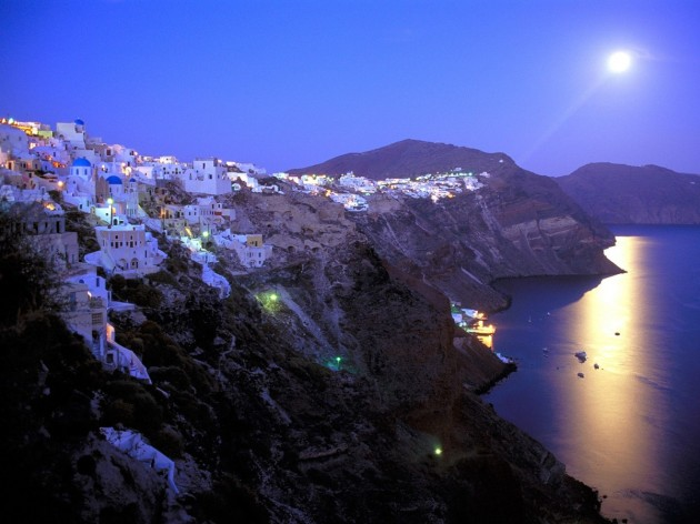 View large version of image: Santorini sailing with Eolia Yacht Club