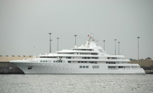 View large version of image: The Biggest Yacht in the World: Dubai