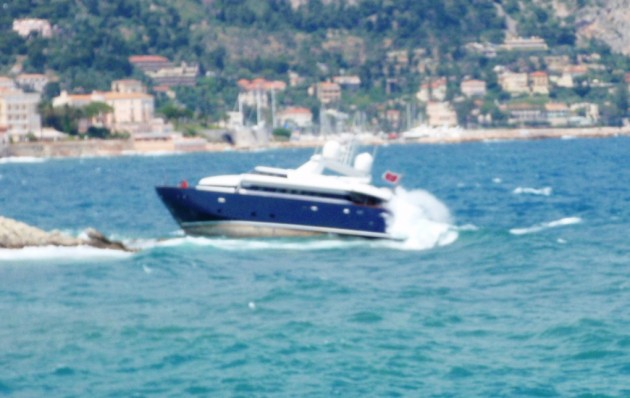 View large version of image: Motor yacht on the rocks