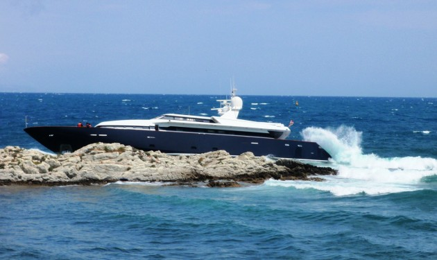 View large version of image: Superyacht PARI on the rocks!