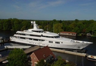 View large version of image: Feadship launches Motor yacht TRIDENT