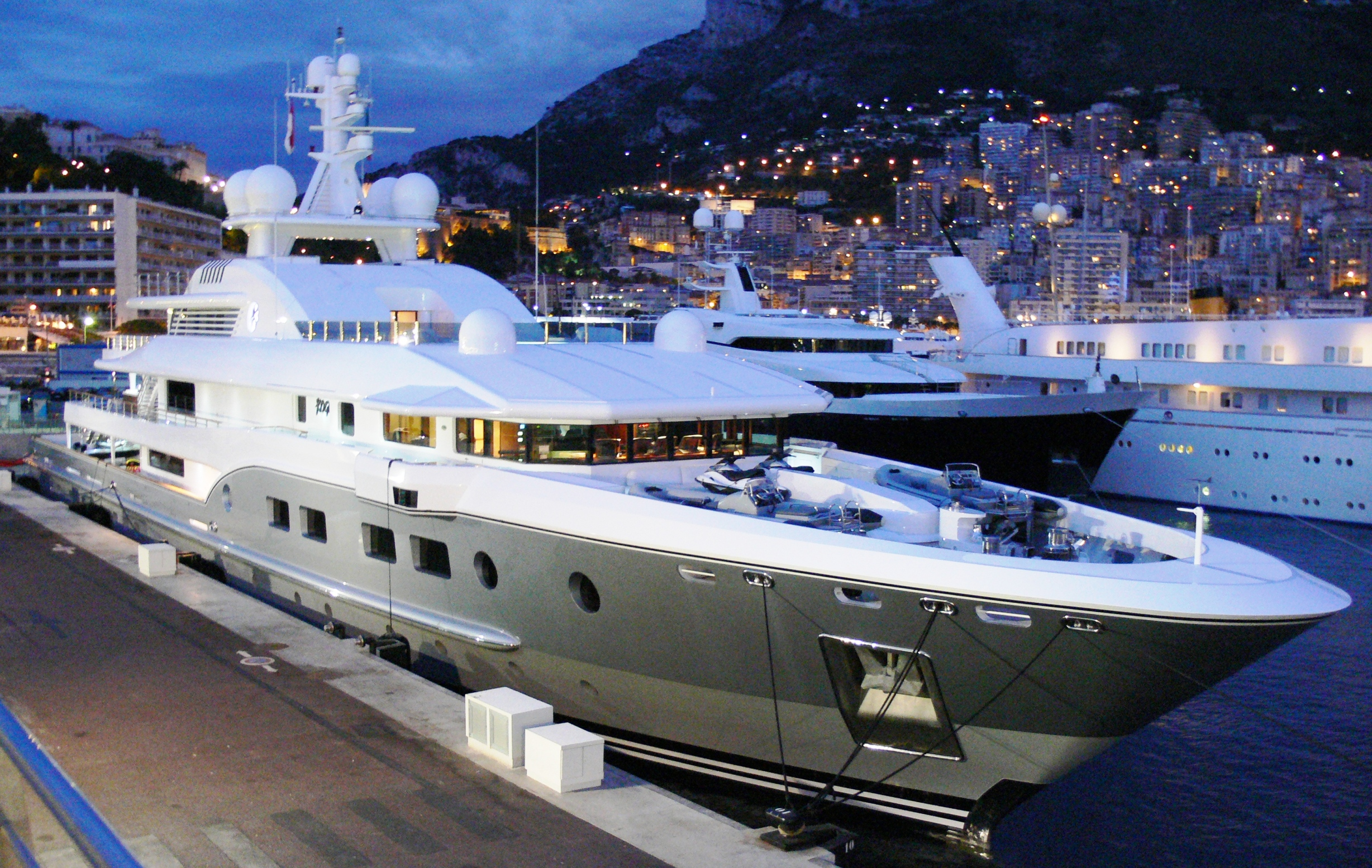 kogo motor yacht evening Description of a very expensive and a luxury yacht Kogo