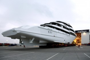 View large version of image: The OCEANCO 86m Y706 hull