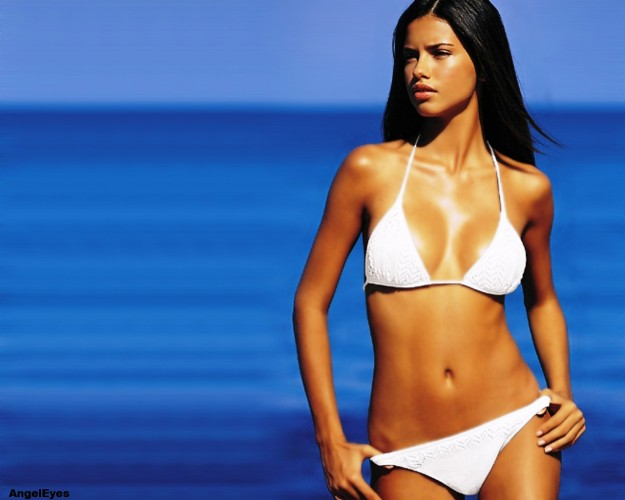 View large version of image: Adriana Lima wallpaper