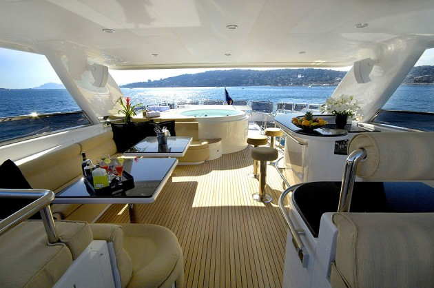 View large version of image: Motor Yacht ANNABEL II Sundeck Dining