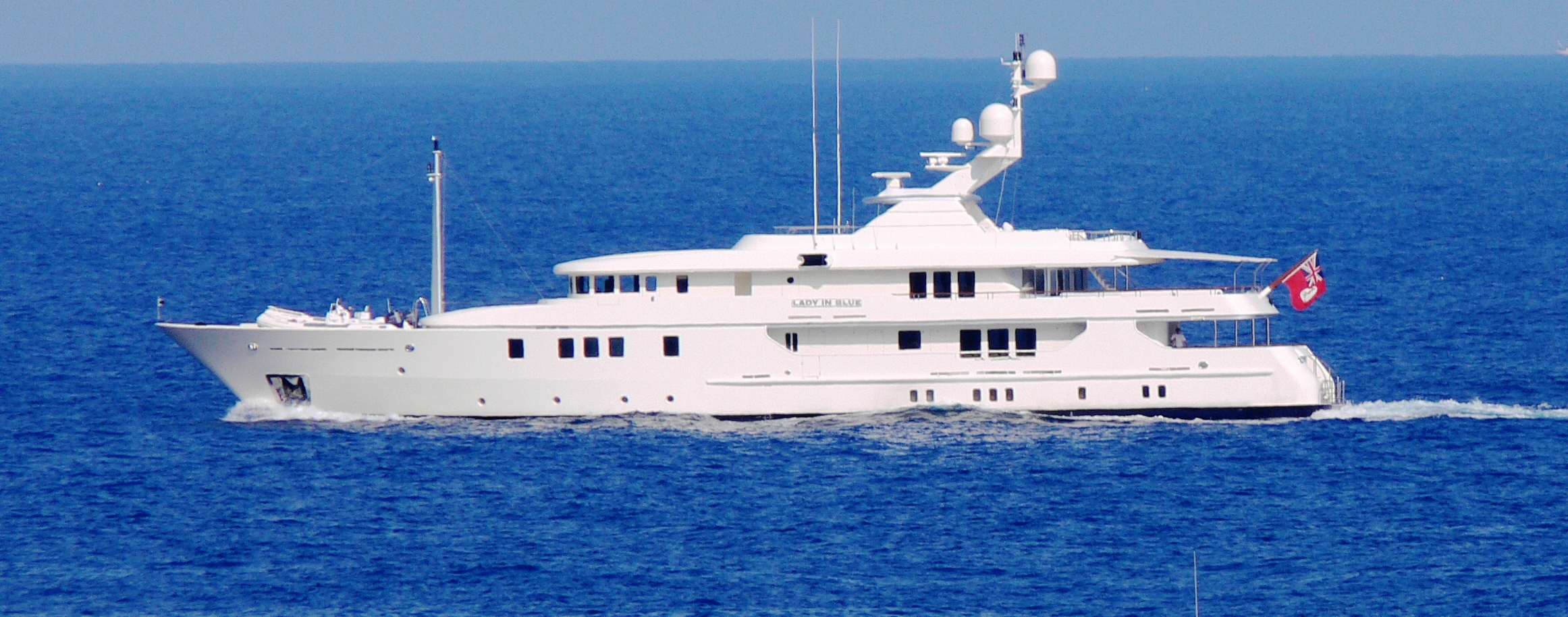 Bluewater yacht charter luxury yachts for sale crew html for Luxury motor yachts for sale