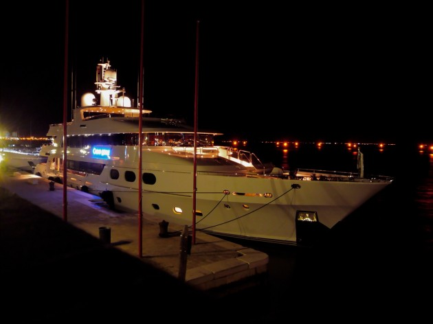 View large version of image: Christensen 50 mt. Casino Royale.