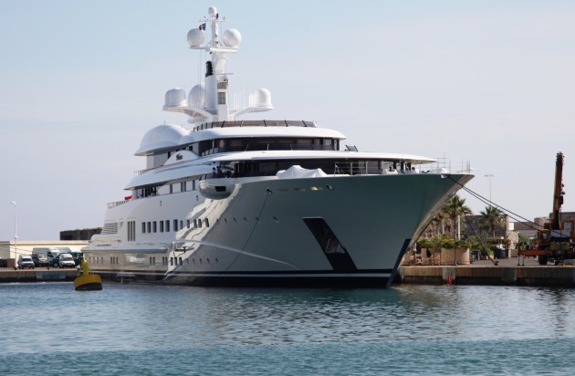 View large version of image: Yacht PELORUS From The Bow