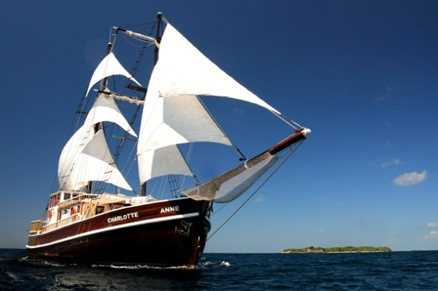 View large version of image: Yacht charter