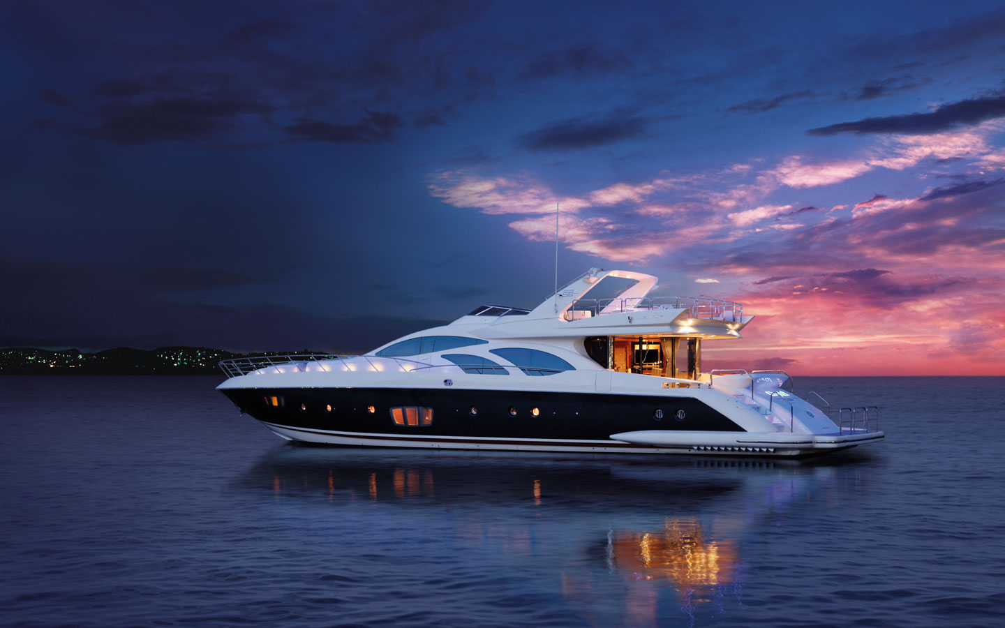 View large version of image: Azimut 98/37. Builder: Azimut. Engine: MTU