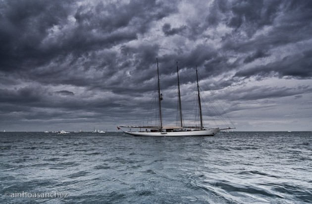 View large version of image: 33rd America's Cup Photo
