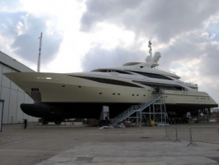 View large version of image: ISA's 63m Superyacht Revealed