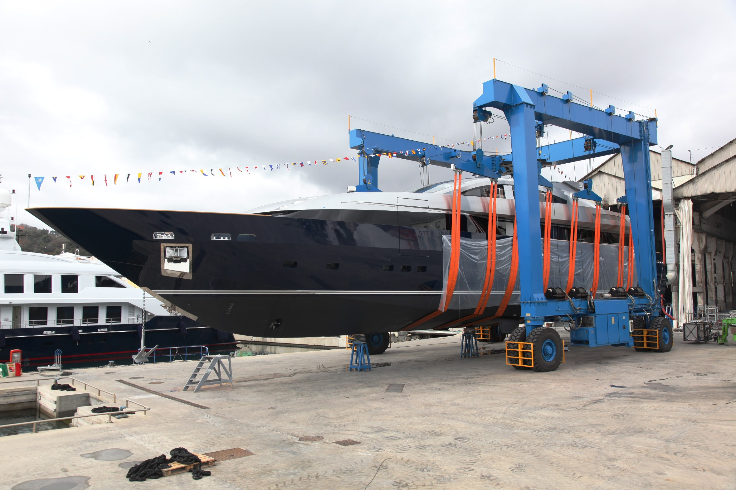 42m motor yacht lucky me launched by cantieri navali for Motor yachts for sale near me