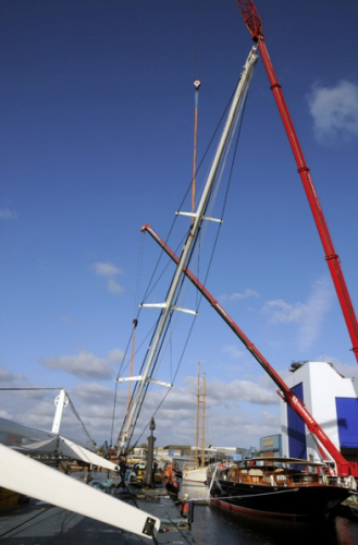 View large version of image: Photo of the giant schooner ATHOS while rigged by Smart Rigging