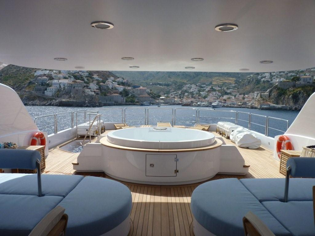 Famous Luxury Yacht Deck 1024 x 768 · 96 kB · jpeg