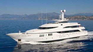 View large version of image: Merle Wood and Edmiston Sell Superyacht Ultima III