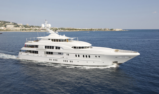 View large version of image: Super yacht Arkley Bags the