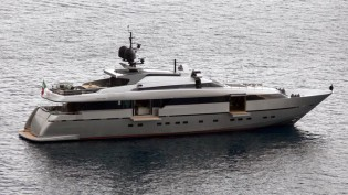 View large version of image: Ocean Independence signs for a new Sanlorenzo Alloy 40 Yacht