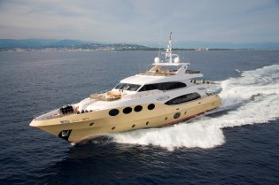 View large version of image: Gulf Craft's Majesty 125 wins Arabian Gulf Yachting Award