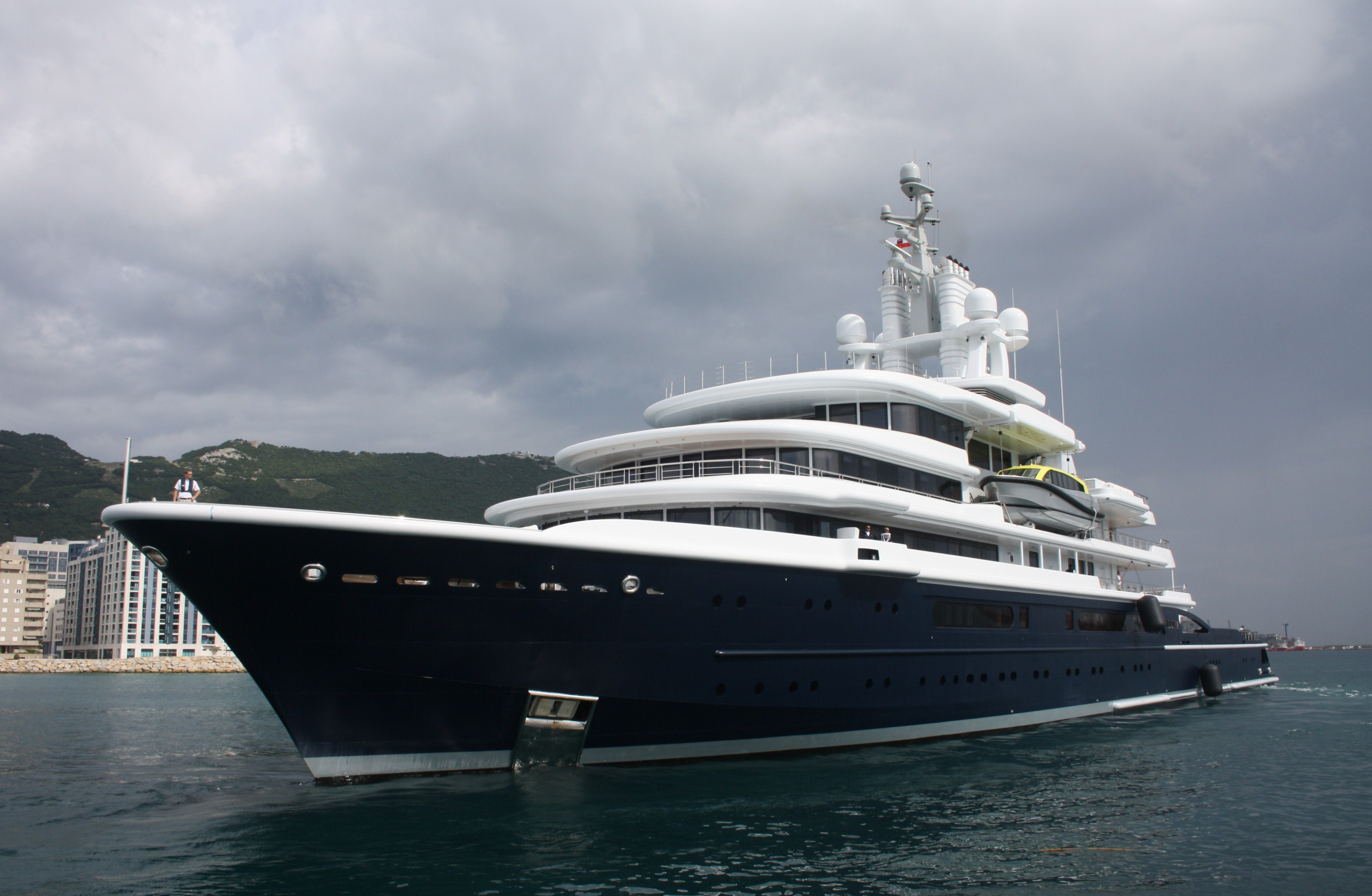 Luna – Superyachts News, Luxury Yachts, Charter & Yachts for Sale.
