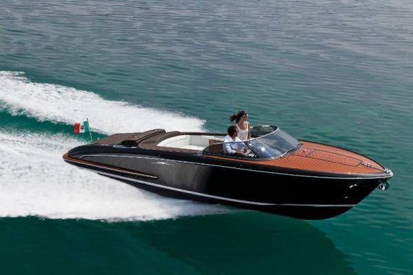 Riva presents luxury powerboat iseo through its dealer for Luxury motor boats for sale