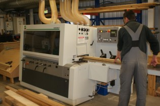 View large version of image: Discovery Yachts announces new CNC 5 Axis machine