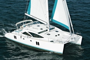 View large version of image: Award winning catamaran yacht Discovery 50 to exhibit at Miami International Boat Show