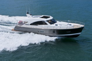 View large version of image: Motor Yacht Belize 52 Celebrates Australian Launch