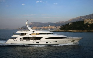 View large version of image: Benetti Motor Yacht Told U So for charter in the Maldives, Indian Ocean