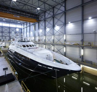View large version of image: 44m Motor Yacht Lady L (ex Project Zentric) by Heesen Yachts