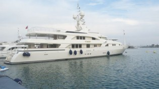View large version of image: Varadero Valencia refitting 52m yacht Tommy by Benetti
