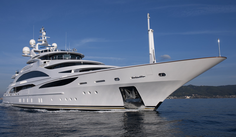 The elegant aesthetics of the new luxury yacht Diamonds Are Forever offers a ...