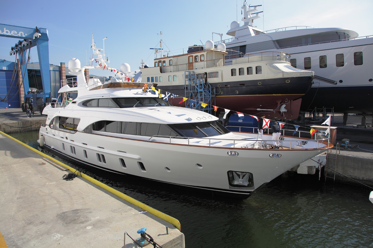 View large version of image: Benetti launches 25th Tradition 105 yacht ...