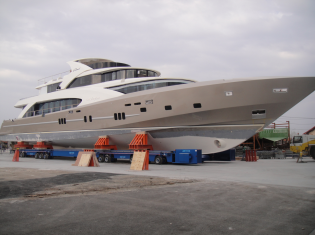 View large version of image: Pre-launching phase for the New Coauch La Pellegrina yacht