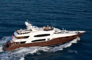 View large version of image: France and Italy aboard elegant 49.25m charter yacht GLAZE