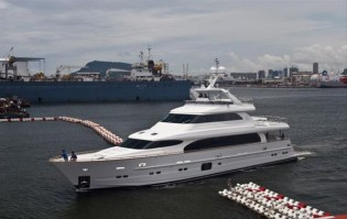 View large version of image: New Horizon 105ft luxury yacht sold to Japan