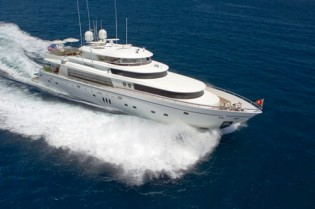 View large version of image: 103ft luxury motor yacht DIAMOND GIRL charter special in the Bahamas