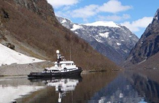 View large version of image: Unforgettable Greenland and Norway yacht charter aboard luxury expedition yacht LARS