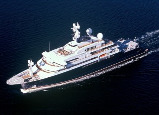 View large version of image: 126m explorer yacht Octopus by Lurssen to help with recovery of H.M.S. Hood's Bell