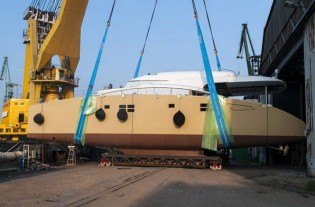 View large version of image: World Debut for the Sunreef 82 yacht Houbara at Cannes Boat Show