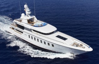 View large version of image: Feadship puts 45 m HELIX superyacht up for sale