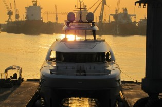 View large version of image: 33m Curvelle power catamaran yacht QUARANTA launched by Logos Marine