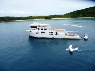 View large version of image: Intrepid South Pacific charter vacation aboard luxury yacht SURI
