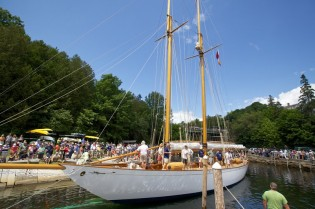 View large version of image: Classic Boat 2013 Award for 1924 William Fife Yacht ADVENTURESS restored by Rockport Marine