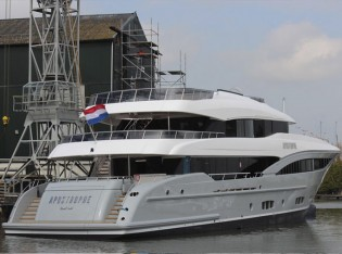 View large version of image: New Hakvoort Yacht APOSTROPHE with naval architecture by Diana Yacht Design