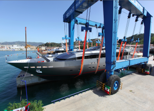 View large version of image: New 44m superyacht MONOKINI launched by Baglietto