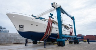 View large version of image: Moonen 84 Yacht ETOILE D'AZUR successfully refitted by Moonen Shipyards